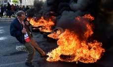 محتجون قطعوا أوتوستراد جل الديب بشكل كامل بالإطارات المشتعلة