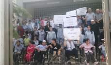 اعتصام لذوي الاحتياجات الخاصة أمام مركز شرطة بلدية الميناء