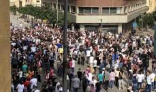 المتظاهرون يتوجهون من ساحة رياض الصلح إلى ساحة الشهداء للانطلاق إلى بعبدا