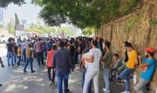 اعتصام امام المحكمة العسكرية للمطالبة باطلاق كيندا الخطيب وقطع طريق المتحف البربير بالاتجاهين