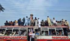 مقتل 15 شخصا باصطدام قطار وحافلة حجاج في باكستان
