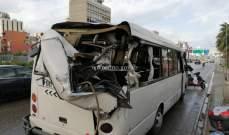 سقوط لوحة اعلانية على مركبة  عند اوتوستراد الدورة- الكرنتينا