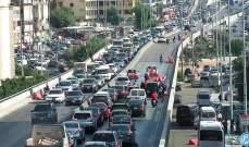 اصطدام مركبة بالفاصل الإسمنتي على جسر الكولا باتجاه المدينة الرياضية