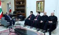 الرئيس عون التقى عبد الساتر ووفدا من الكهنة وجهوا الدعوة له لحضور قداس عيد مار مارون