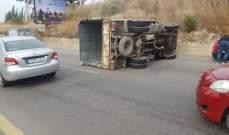 اصابة سائق بيك اثر انقلابه في القليعات
