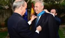 ملك إسبانيا منح مخزومي وسام الاستحقاق المدني والسفير كرّمه في بيروت