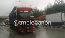 تعطل شاحنة قرب مدرسة سعدنايل الرسمية تسبب بازدحام مروري في المكان