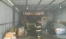 إخماد حريق سيارة وفرن لطلاء السيارات داخل كاراج في ضهر صربا