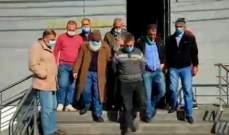 اولياء الطلاب في الخارج جالوا على فروع المصارف في حلبا محذرين من التصعيد