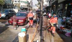 عناصر فوج الإنقاذ الشعبي يعقمون سوق صيدا التجاري وعددا من الأحياء