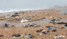اكوام من النفايات قذفتها الامواج الى شاطئ عكار وشكوى من فوضى المكبات