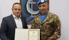 رئيس بلدية قانا الجليل منح شهادة المواطنة الفخرية للجنرال الإيطالي برونو بيشوتا