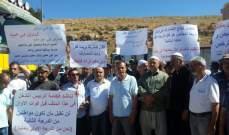 اعتصام لأصحاب كسارات وشاحنات على طريق ضهر البيدراحتجاجا على وقف عملهم