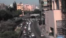 تعطل شاحنة تحت جسر زقاق البلاط باتجاه نفق سليم سلام سبب ازدحاما مروريا