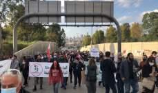 """وصول مسيرة الحراك الشعبي إلى مفرق القصر الجمهوري ببعبدا للمطالبة بـ""""حكومة انتقالية أو الرحيل"""""""