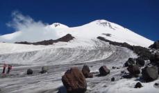 """طفل هندي يتسلق قمة جبل """"إلبروس"""" في روسيا"""