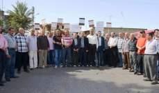 محتجون من برجا ينفذون وقفة احتجاجية امام شركة كوجيكو للنفط في الجية