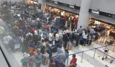 مديرية الطيران المدني: الصور المتداولة لاعداد كبيرة من المسافرين سببها عطل على جرار حقائب