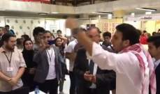 محتجون يعترضون على تواجد النائب علي درويش في معرض الكتاب بطرابلس