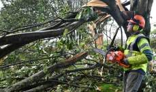 السلطات الفرنسية: 250 ألف منزل بلا كهرباء واضطراب القطارات نتيجة العاصفة