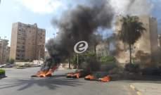 النشرة: محتجون قطعوا الطريق عند ساحة الشهداء في صيدا بالإطارات المشتعلة