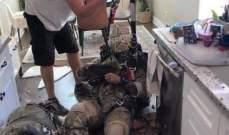 مظلي عسكري بريطاني يسقط داخل منزل بعد تعطل مظلته
