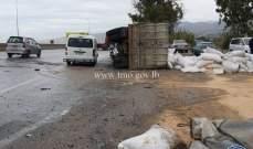 إنقلاب شاحنة على أوتوستراد السعديات باتجاه بيروت والأضرار مادية