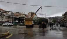 النشرة: شرطة بلدية زحلة تزيل الصور والاعلام الحزبية من شوارع المدينة