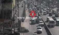 التحكم المروري: تعطل مركبة على أوتوستراد الكرنتينا وحركة المرور كثيفة