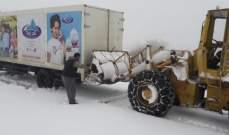 الدفاع المدني:جرف ثلوج وإنقاذ مواطنين على طريق كفرسلوان - ترشيش - زحلة
