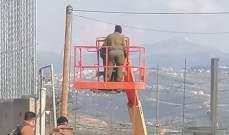 النشرة: ورشة اسرائيلية باشرت بتركيب أعمدة حديدية بمحاذاة كفركلا