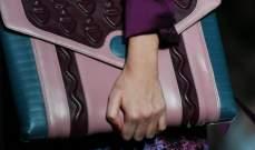 بريطانية تعتزم صنع حقيبة من جلد ساقها المبتورة