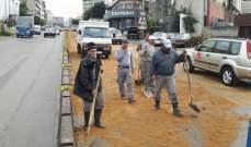 قوى الأمن: وضع كمية رمل على طريق عام المكلس-المنصورية بعد تسرب الزيوت