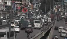 تعطل شاحنة اول جسر الدورة المسلك الغربي وحركة المرور كثيفة في المحلة