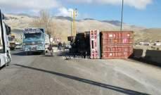 إنقلاب شاحنة على أوتوستراد المديرج باتجاه ضهر البيدر عند كوع الرادار