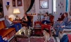 جنبلاط عرض الاوضاع في لبنان والمنطقة مع وفد من الاتحاد الاوروبي وسفير مصر