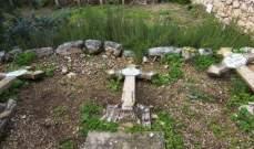 تخريب وتدمير عشرات الصلبان بمقبرة مسيحية غربي القدس