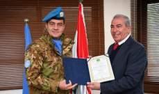 رئيس بلدية بيت ليف منح المواطنة الفخرية للجنرال آبانيارا