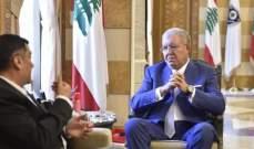 المشنوق التقى محمد الحوت وبحث معه أوضاع المطار