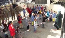 الجيش وزع معاطف شتويه على طلاب مدرسة بيت ايوب