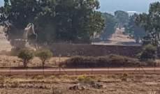 النشرة: الجيش الاسرائيلي واصل حفر الخنادق واقامة السواتر بالعباسية