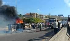 انقلاب بيك آب واحتراقه على اوتوستراد الدامور باتجاه بيروت
