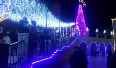 اضاءة زينة الميلاد في باحة كنيسة سيدة بشوات في البقاع الشمالي