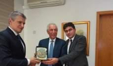 زعيتر التقى سفير بيلاروسيا وبحث معه سبل تعزيز العلاقات