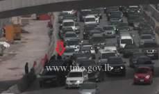 تصادم بين عدد من المركبات على أوتوستراد جل الديب باتجاه نهر الموت
