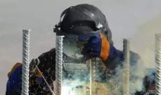 النشرة: استئناف عملية تركيب الاعمدة الحديدية والاسلاك الشائكة على الجدار العازل