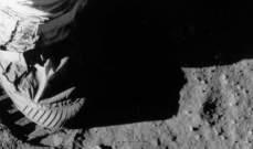 """""""مزاد فضائي"""" لبيع حذاء نيل أرمسترونغ بآلاف الدولارات"""