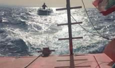 سحب زورق سياحي على متنه سائقه إلى ميناء الجية بعد عطل طرأ على محركه