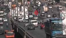 حادث تصادم بين مركبتين على اوتوستراد الدورة والاضرار مادية