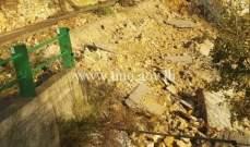 التحكم المروري: انهيار حائط على طريق عام جزين جباع داخل بلدة زحلتي